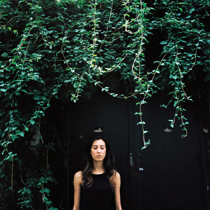 Portrait Gaia à Montmartre - Lika Banshoya - Photographe portrait